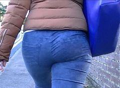 Candid big butt milf in tight jeans